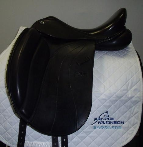 Monarch Dressage, 17.5, AD, black